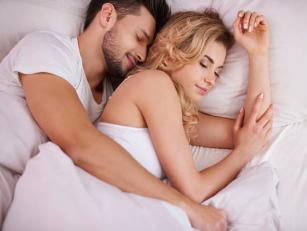 Що поза сну говорить про ваші стосунки